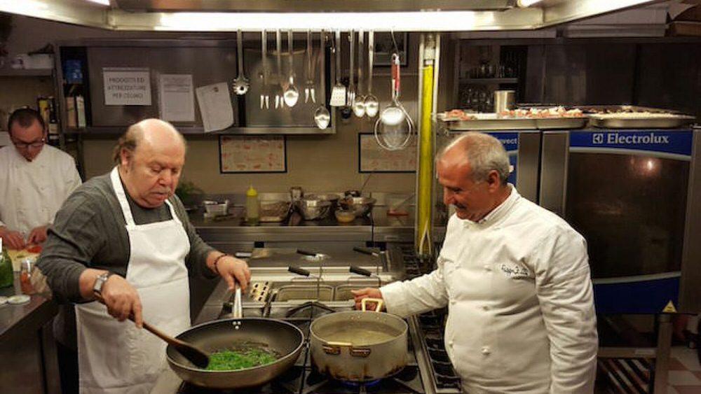 Lino Banfi cucina le orecchiette con le cime di Rapa, uno 4 piatti tipici di Bari