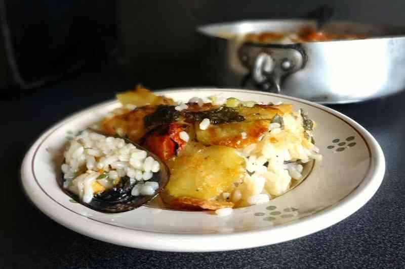Tièdd patate riso e cozze, uno dei 4 piatti tipici di Bari